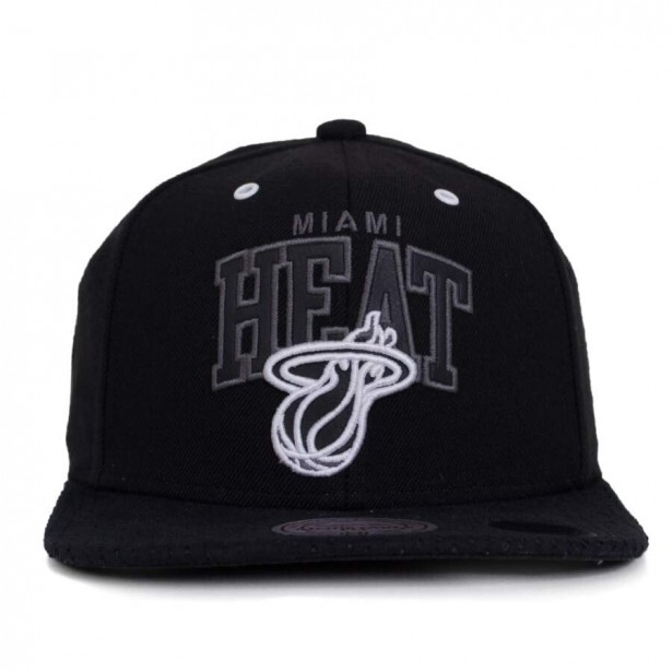 Boné Mitchell and Ness Snapback Miami Heat Preto