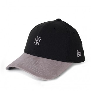 Boné New Era 39Thirty New York Yankees Mini Logo Preto / Cinza