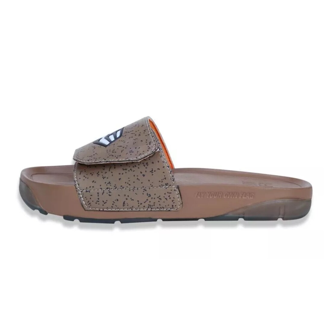 Chinelo New Era Slip-On Marrom