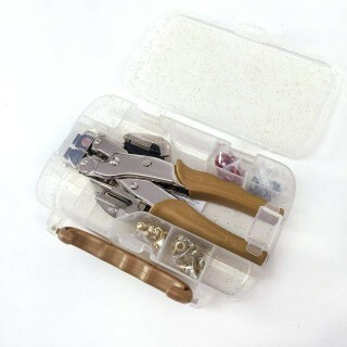 Kit Crop-A-Dile Gold We R Memory Keepers com Estojo e 100 Ilhoses (Edição Limitada)