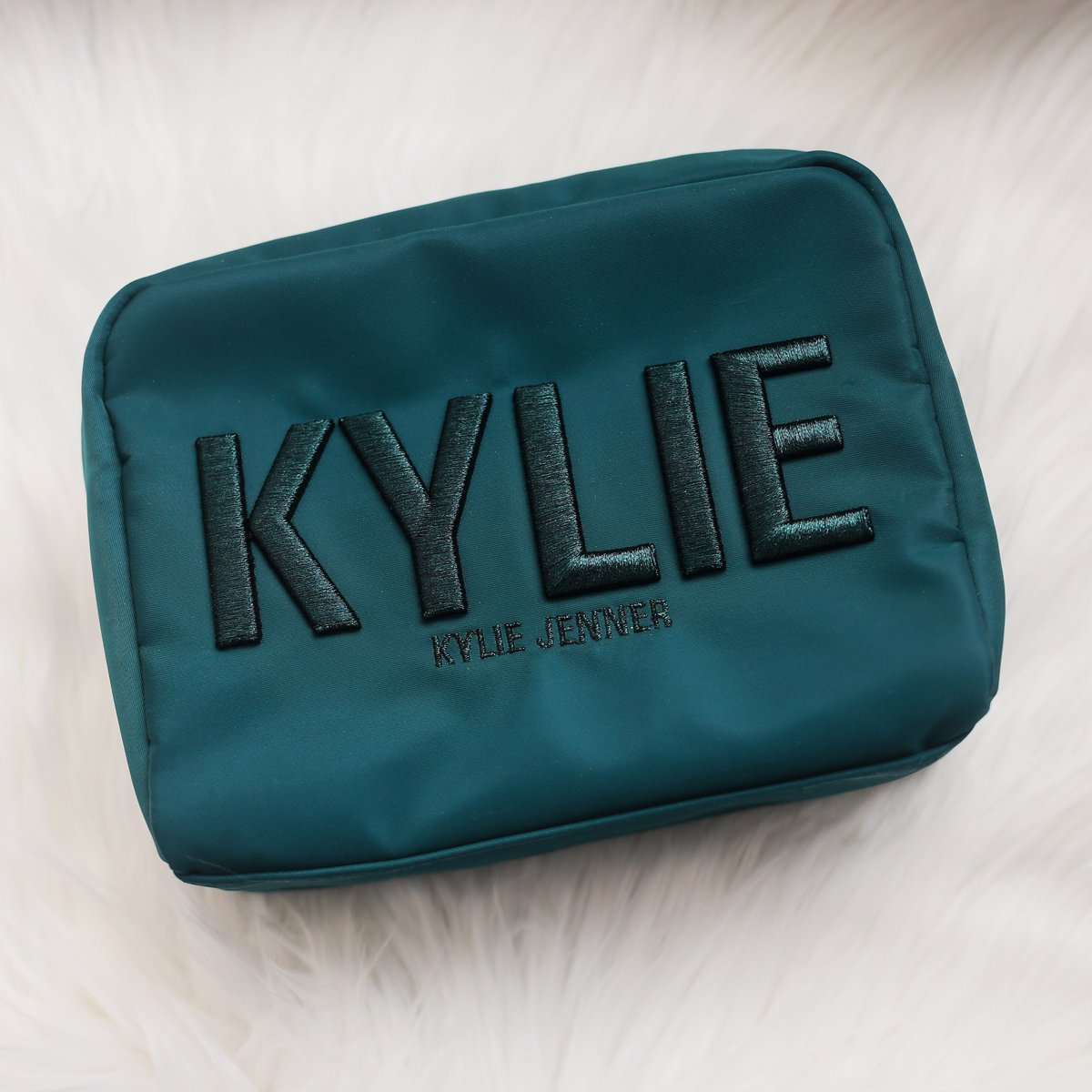 Necessaire Holiday Collection KYLIE COSMETICS